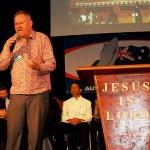 Pastor Lee Kohler from Baptist Church praying for Pastors and unity in Body of Christ