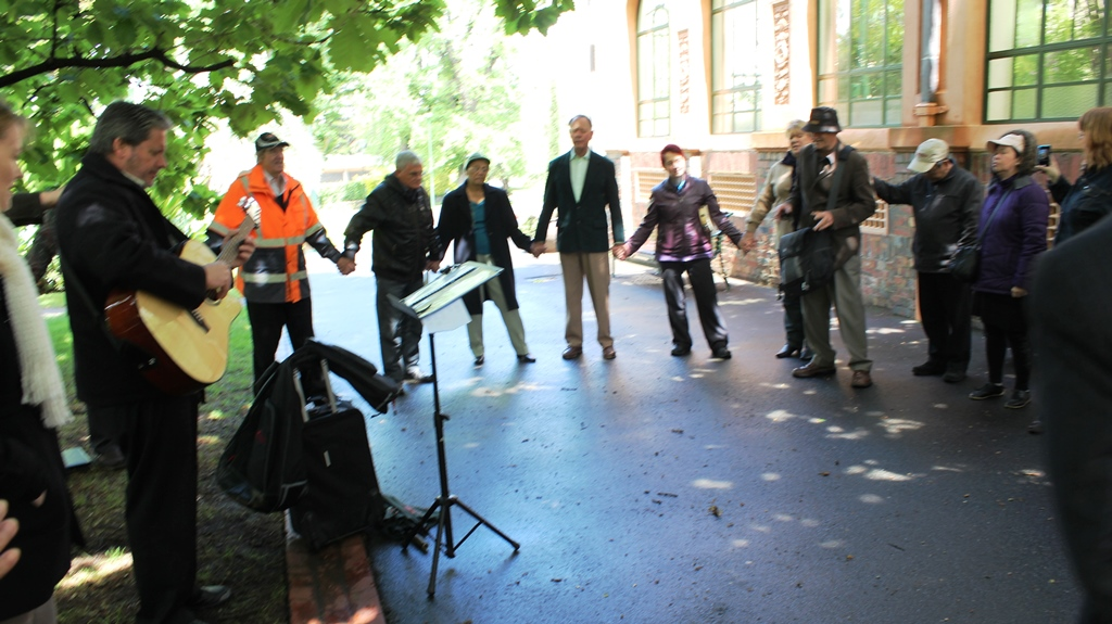 Prayer meeting at Fitzroy Gardens in Melbourne (2)