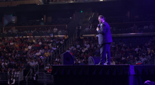Reinhard Bonnke preaches Friday night in Orlando, Fla. (Sean Roberts Charisma News)