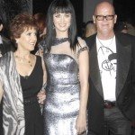 Mary Perry Hudson (l) with her daughter, pop star Katy Perry (c), and husband Keith Hudson (r)